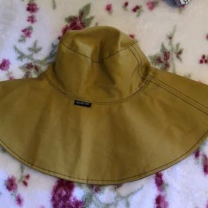 Beach hat black and mustard color